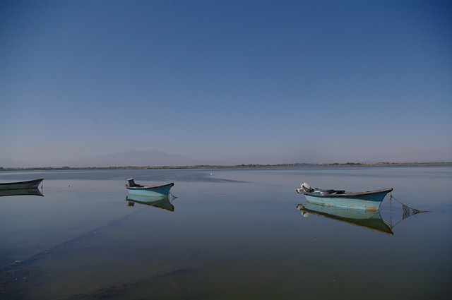 fishing-boats-1958167_640