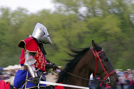 knight-2273054__340